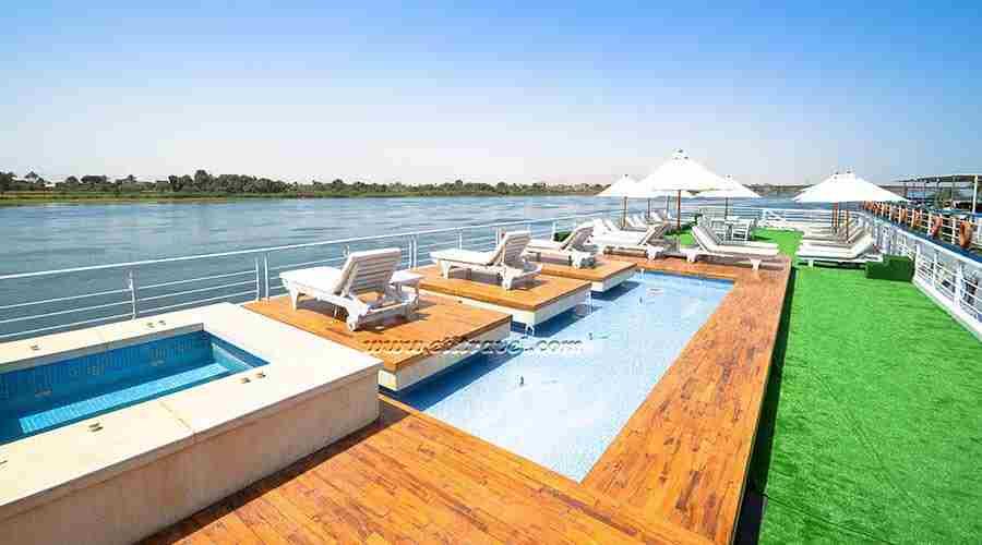 Salima Nile cruise
