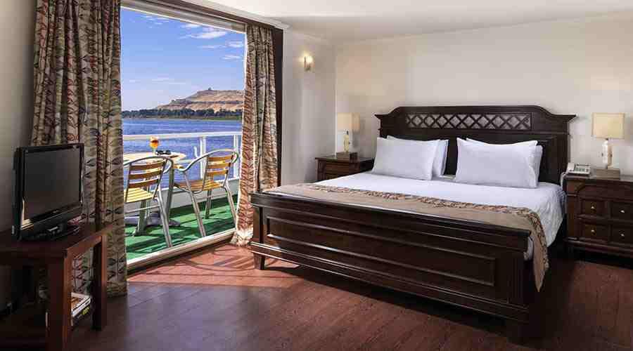 Tamr Henna Nile cruise