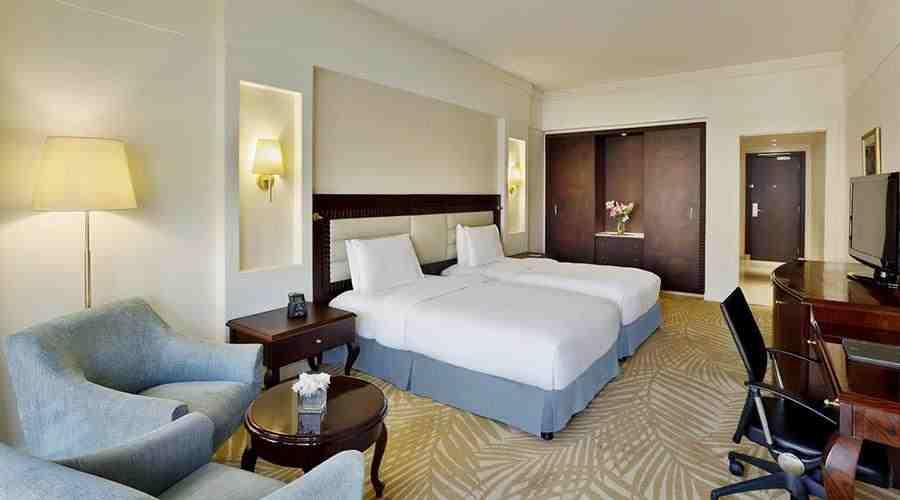 Hilton Green Plaza twin room